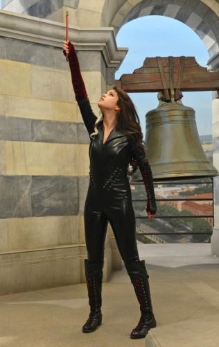 Плохая Алекс на вершине Пизанской башни - Картинки Возвращение волшебников: Алекс против Алекс - YouLoveIt.ru