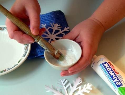 Как зубной пастой сделать снежинки