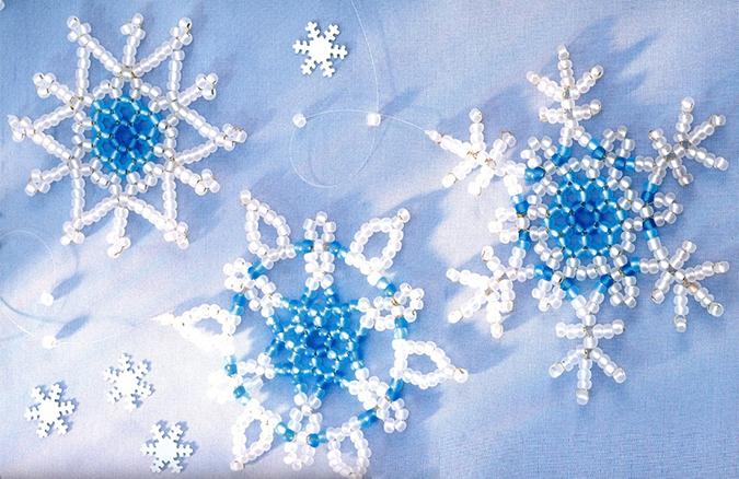 Поделки: Снежинки из бисера