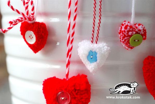 Поделка - подарок: помпон в форме сердца