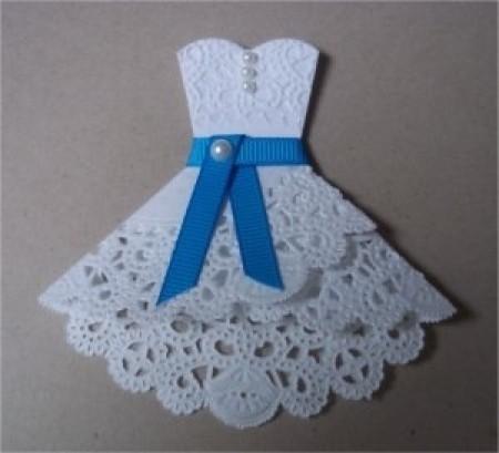 Открытка с платьем из салфеток