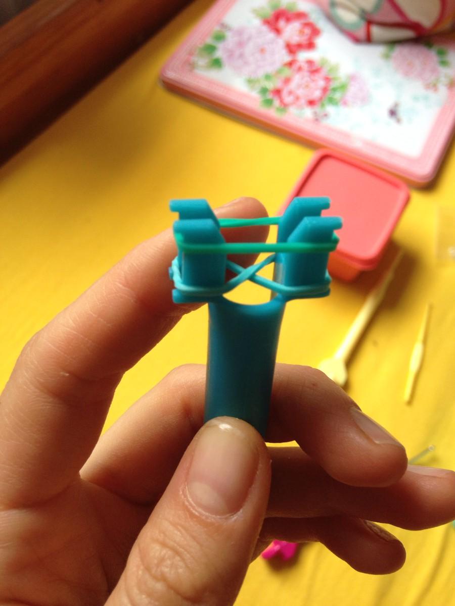 Как сделать из резинок видео на рогатке