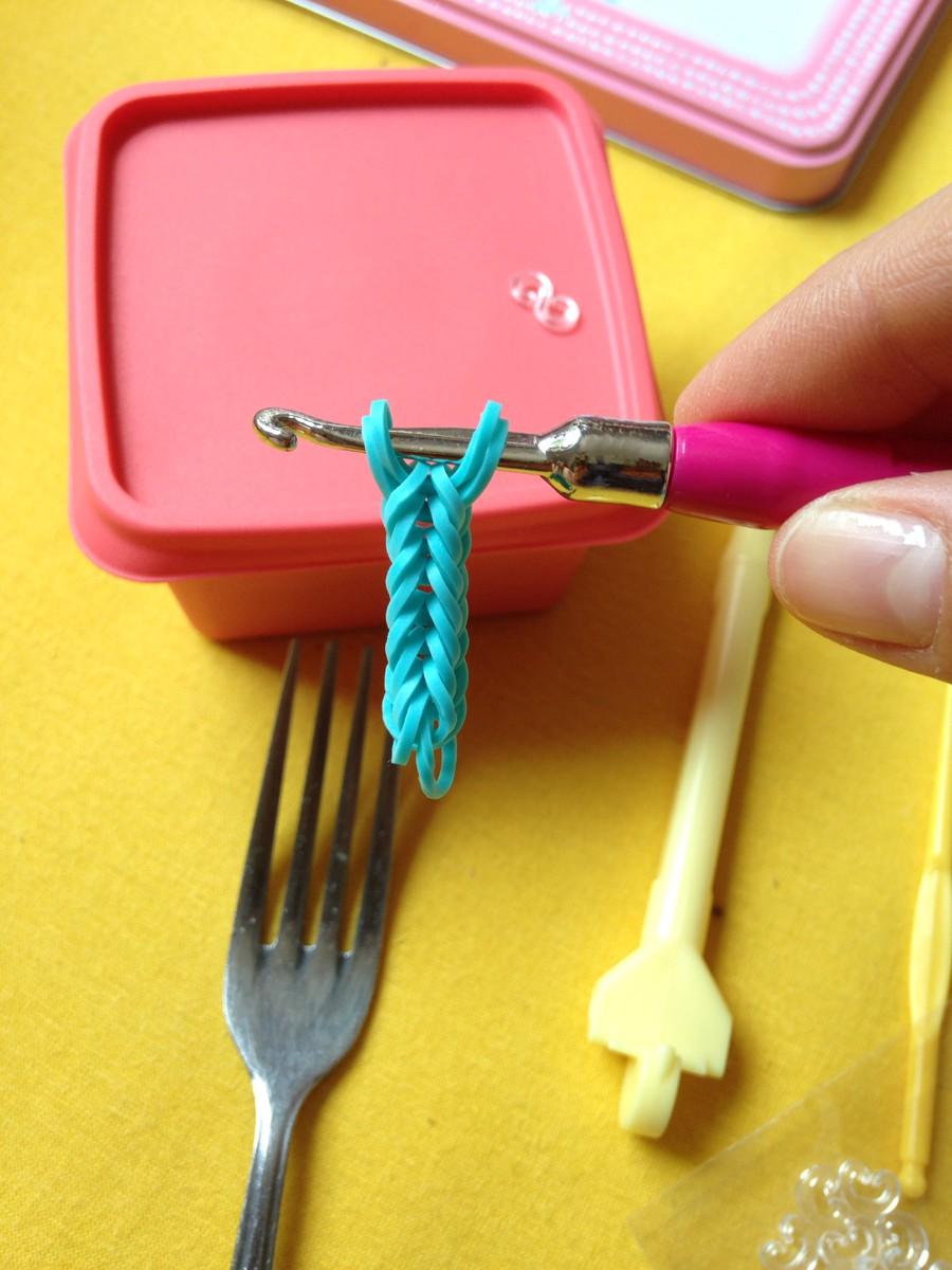 Фото как сделать из резинок браслеты на