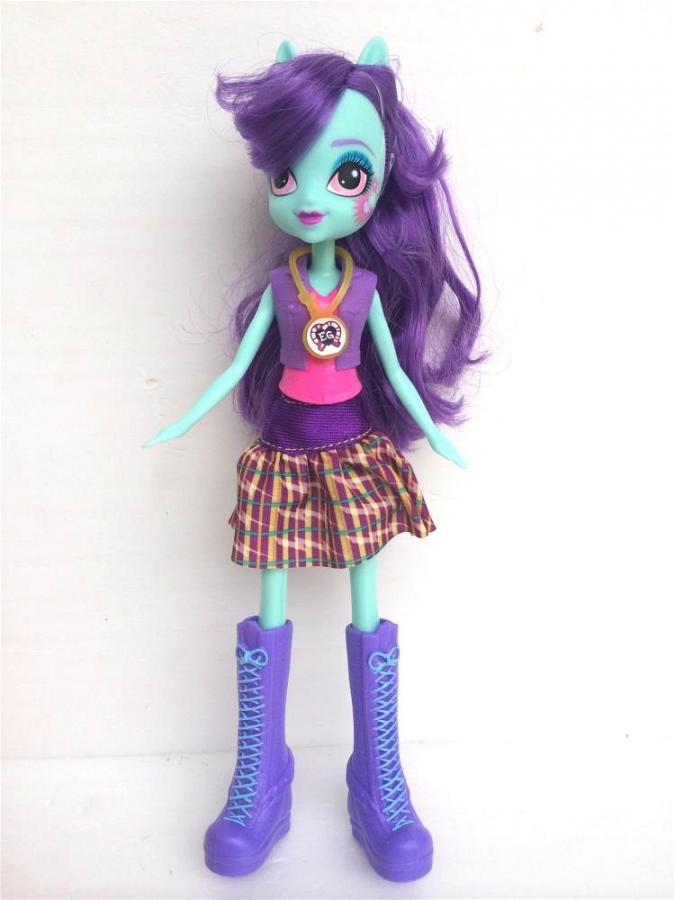 Кукол выполнена из пластика нижняя из