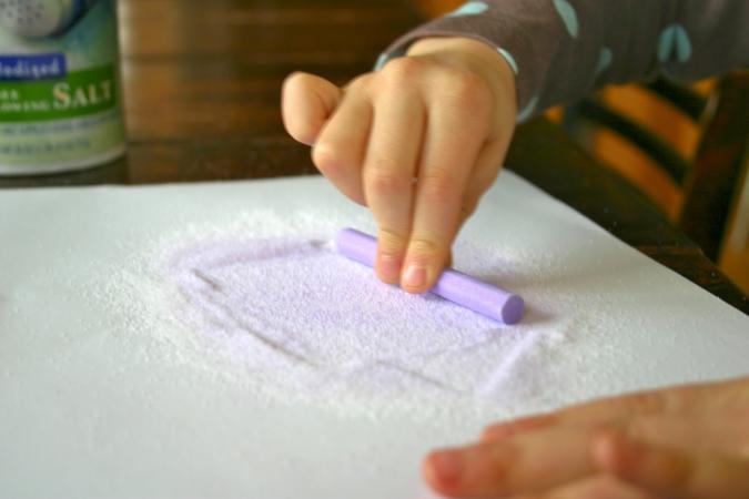 Поделки: Цветной песок в банке своими руками