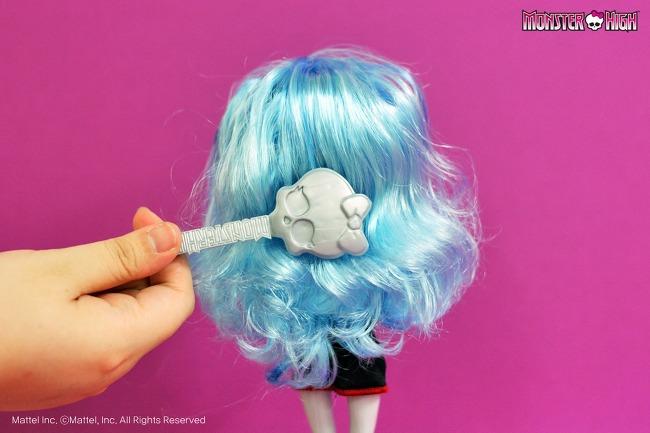 Как выпрямить волосы кукле