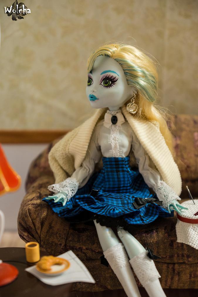 Выкройки одежды для кукол Монстр Хай: Классический наряд
