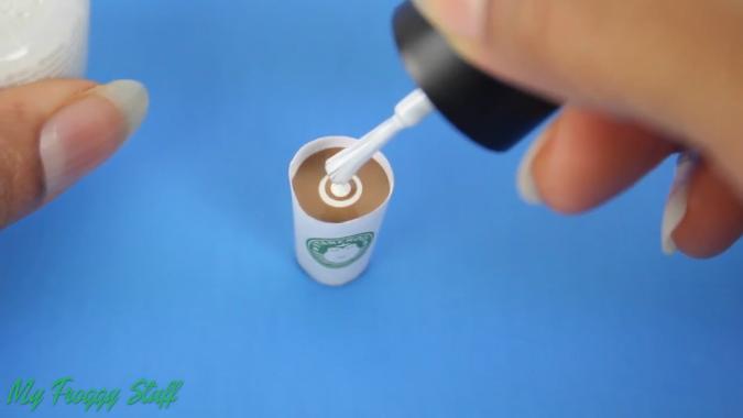 Поделки: Делаем стаканчик кофе в стиле Starbucks для кукол