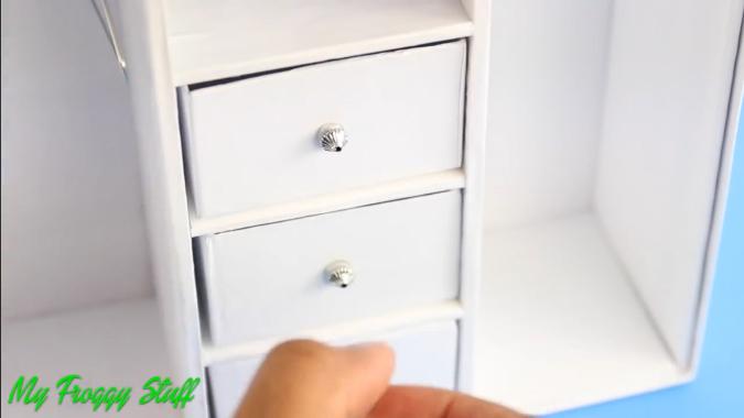 Как сделать мебель для кукол своими руками